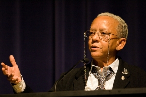 Nikki_Giovanni_speaking_at_Emory_University_2008